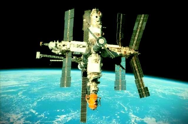 """Помни и гордись своей историей: 19 февраля 1986 года на зависть всем советская космическая станция """" Мир"""" выведена на орбиту"""