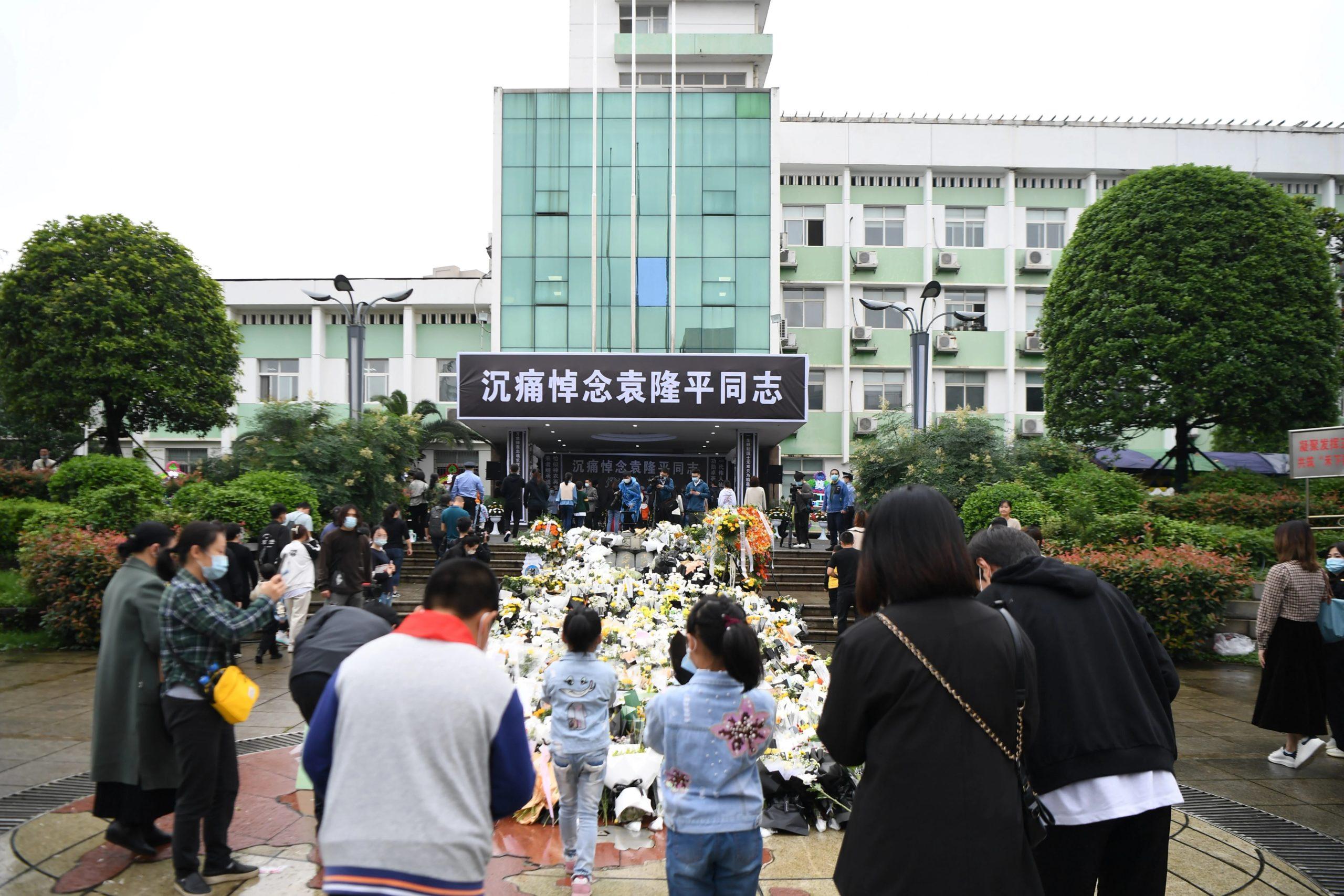 """Толпы людей в Китае вышли проводить создателя """"гибридного риса"""" в последний путь"""
